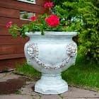 Цветы в вазонах - роскошное украшение сада