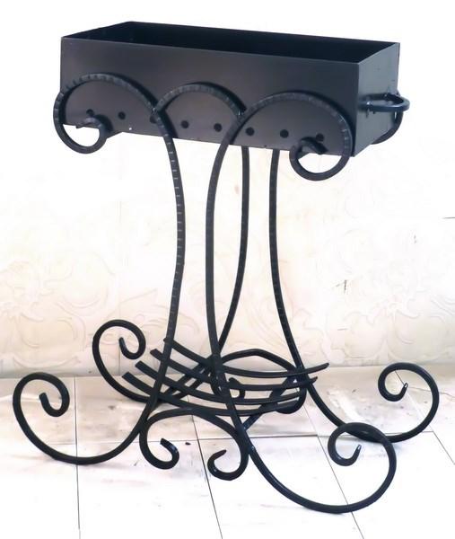 Кованый мангал с ажурным декором