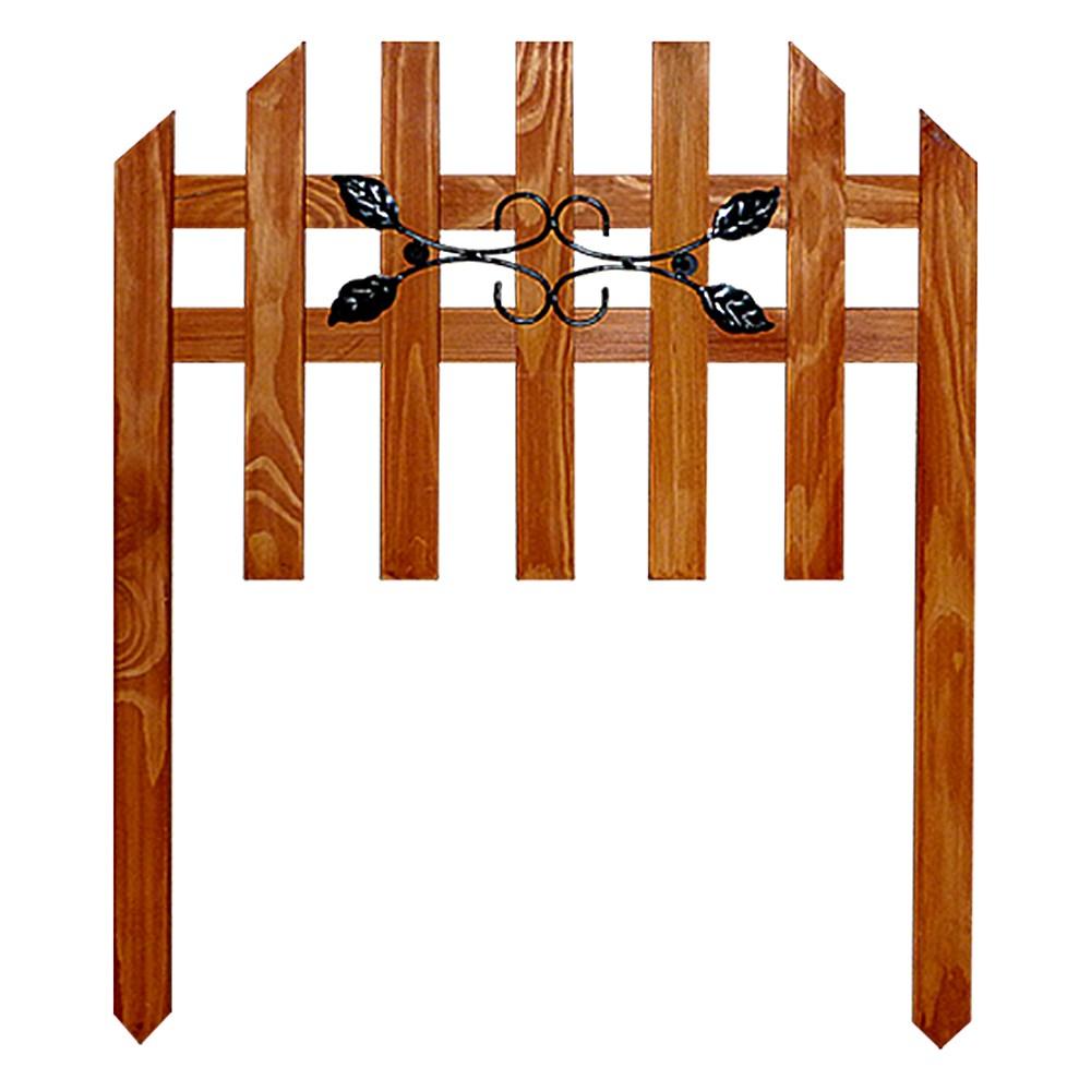 Деревянный забор с декором из листочков - фото 14410