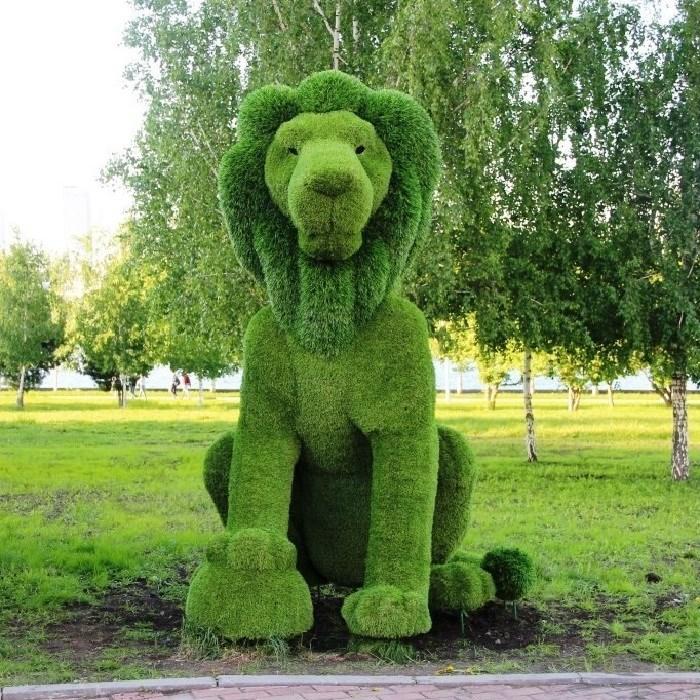 Топиарная фигура лев для загородного дома