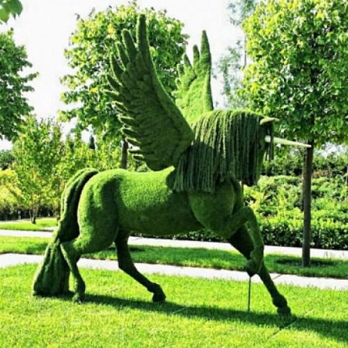 Садово-парковая фигура крылатый единорог