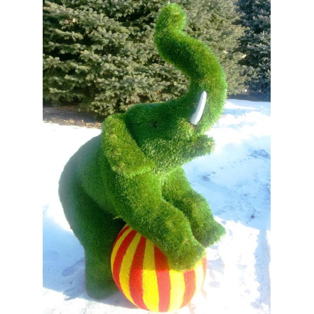 Фигура слоник на мяче для дачи и загородного дома