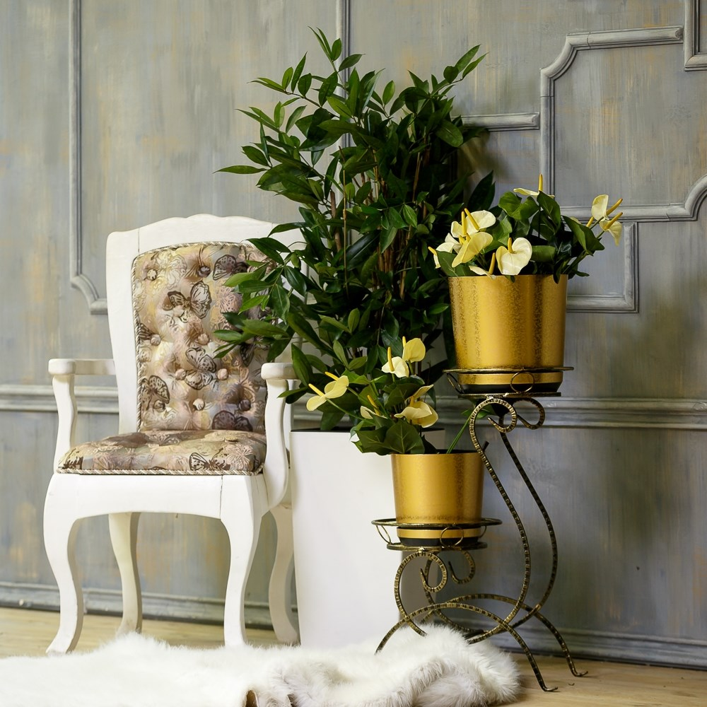 Кована подставка для цветов