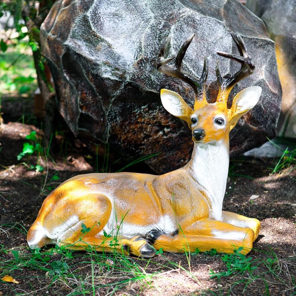 Садовая фигура оленя