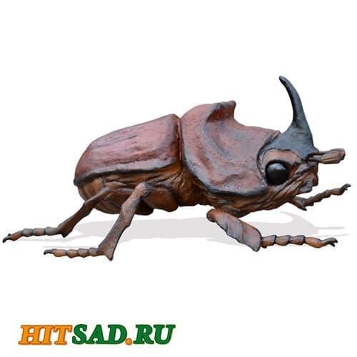 Огромный жук