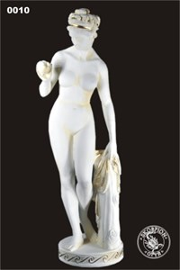Парковая скульптура Венера с яблоком