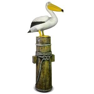 Пеликан на кнехте