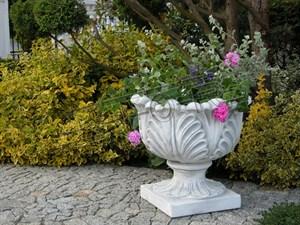 Вазон садовый