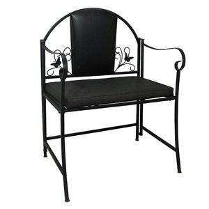 Кресло декорированное бабочками