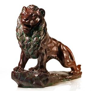 Парковая скульптура льва