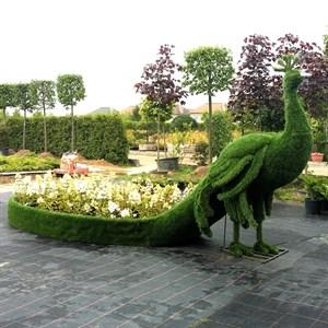 Садовая фигура павлин