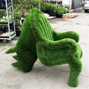 Кресло-носорог из искусственной травы для дачи и сада