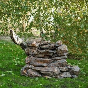 Садовый фонтан скала