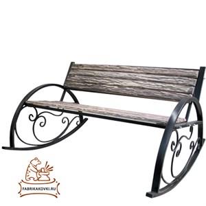 Садовая скамейка-качалка