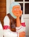 Садовая фигура Бабка на пне - фото 15356