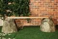 Камни скамейка