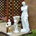 Статуя девушки