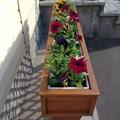 Цветочница из сибирской лиственницы для загородного дома