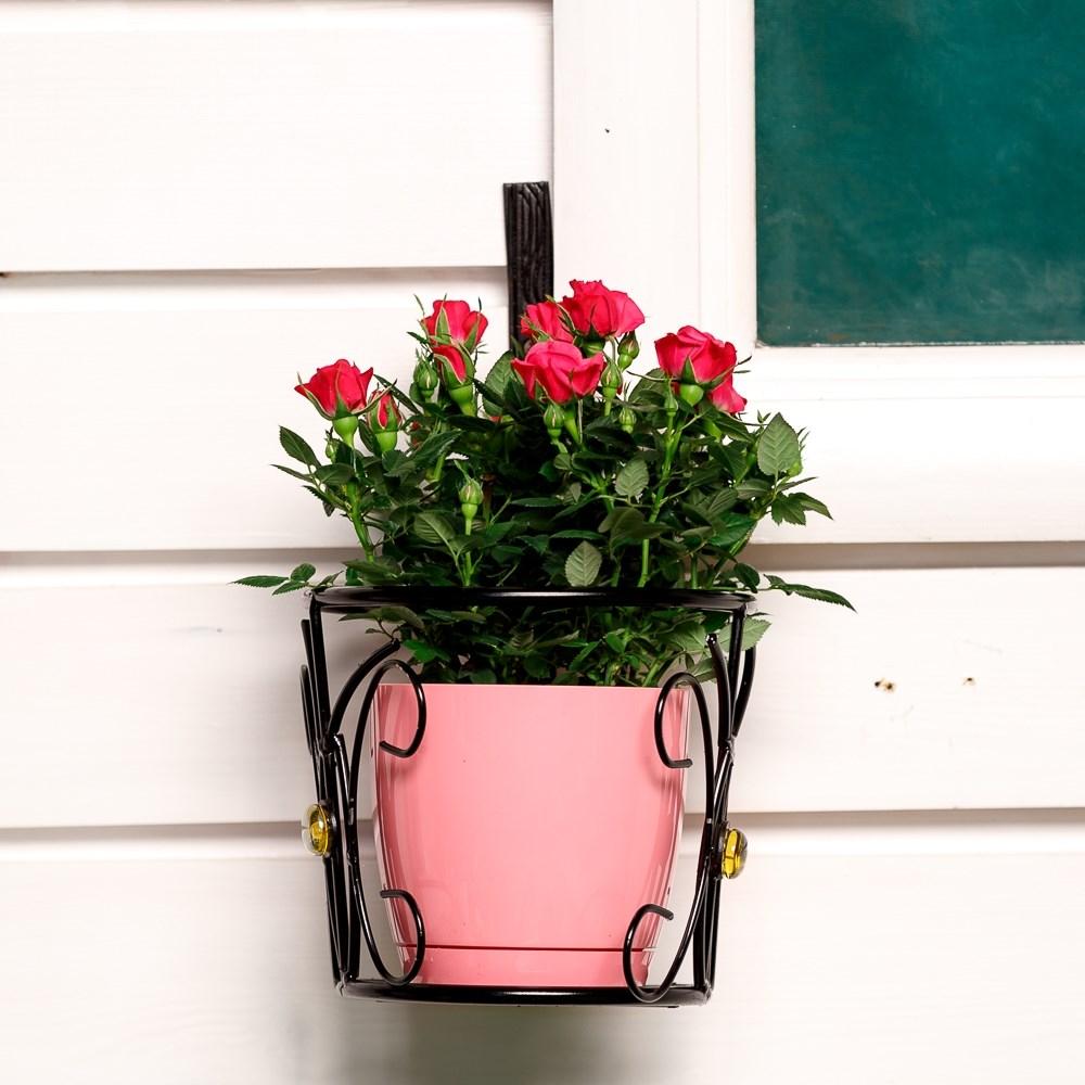 Балконная подставка для цветов в магазине садового декора хи.
