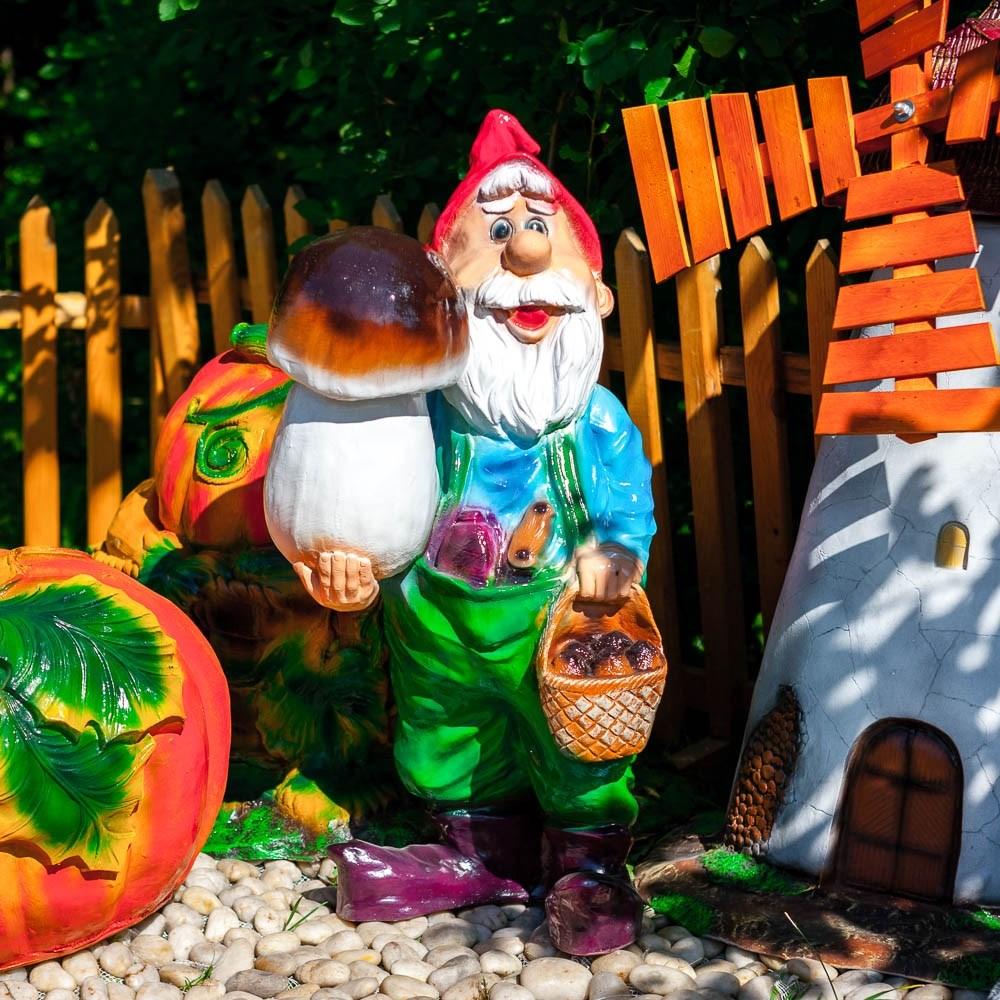 Садовая фигурка гном с грибом