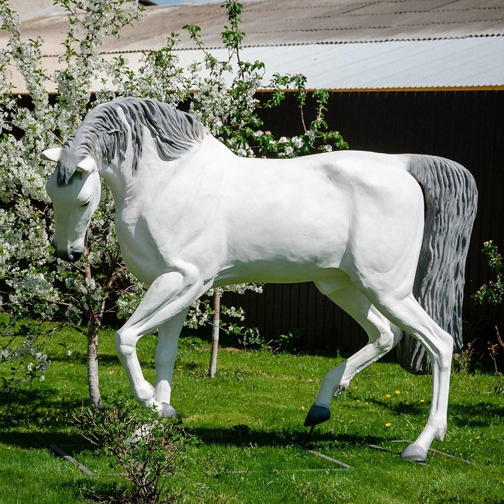Фигура конь U08914