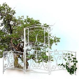 Белый забор с калиткой