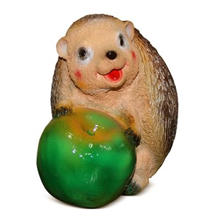 Фигурка из полистоуна Еж с яблоком