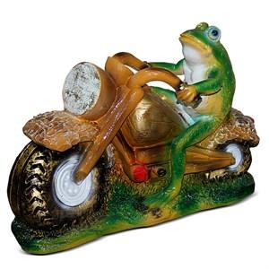 Лягушка мотоциклист фигура для сада