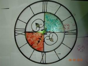 Часы с витражом