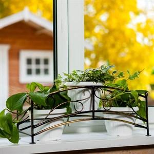 Кованая цветочница на окно