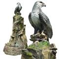 Фонтан орел на скале