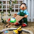 Садовая фигура еж с тележкой
