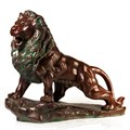 Бронзовая фигура льва