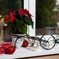 Кованая цветочница на подоконник