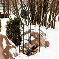 Кованая дровница для сада